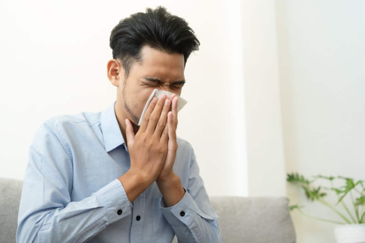 Picture of a guy suffering from itchy nose