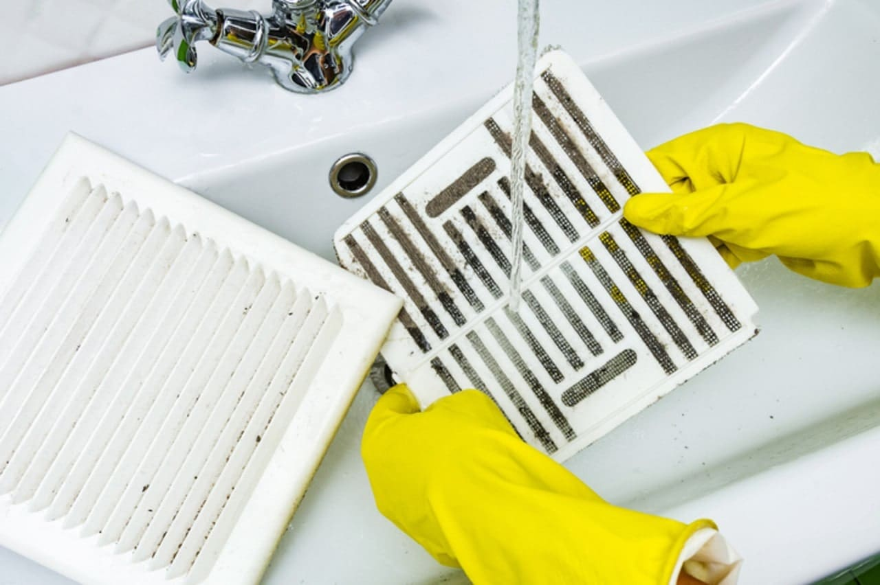 Picture of a person cleaning the filter