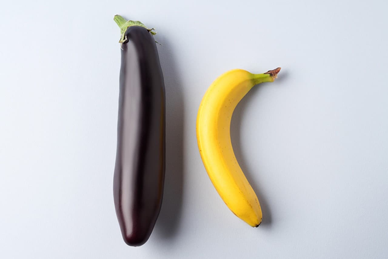 Picture of a brinjal and banana